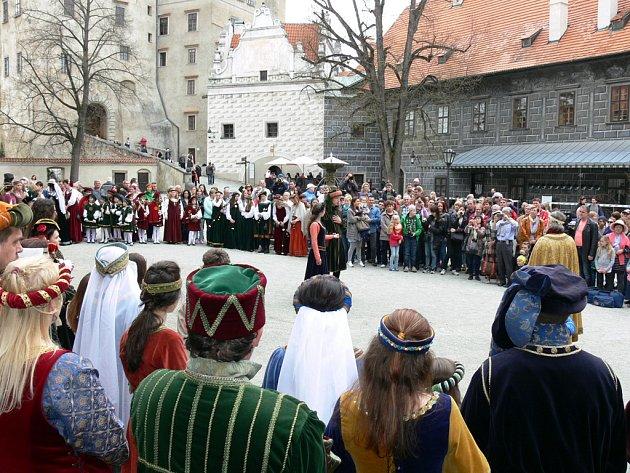 Historický průvod při zahájení sezony na zámku v Českém Krumlově.
