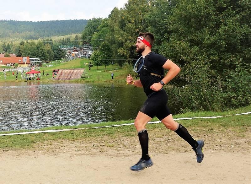 Extrémní závod Spartan dorazil na Lipno.