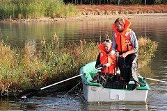 Hydrobiologové z Biologického centra Akademie věd ČR ve spolupráci s Jihočeským územním svazem Českého rybářského svazu na Lipně provádějí komplexní průzkum rybí obsádky.