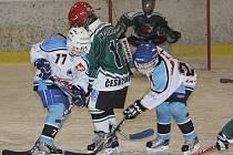 Po oba víkendové dny se budou po českokrumlovském ledě při Jarním turnaji nadějí prohánět hokejoví čtvrťáci.
