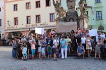 Jednou provždy ne vládě komunistů a agentů StB řekli při celorepublikovém protestu i v Českém Krumlově.