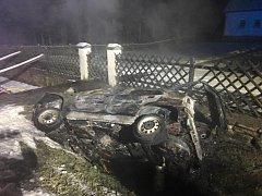 Tragická nehoda a požár auta v Loučovicích na Českokrumlovsku. Spolucestující uhořel.
