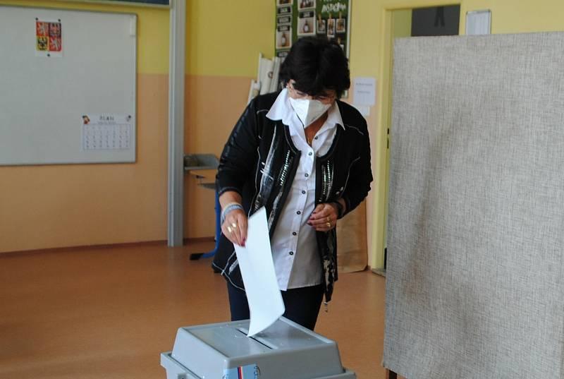Sněmovní volby 2021 v Českém Krumlově v 7. okrsku, jehož volební místnost v je krumlovské ZŠ T. G. Masaryka.
