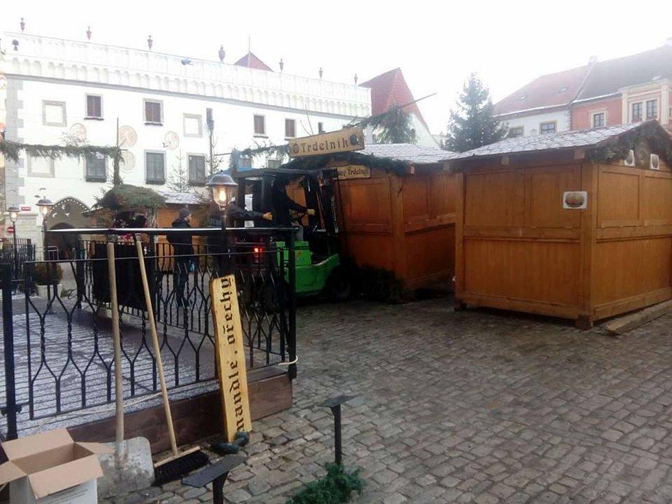 Požár stánku na vánočních trzích v Krumlově.