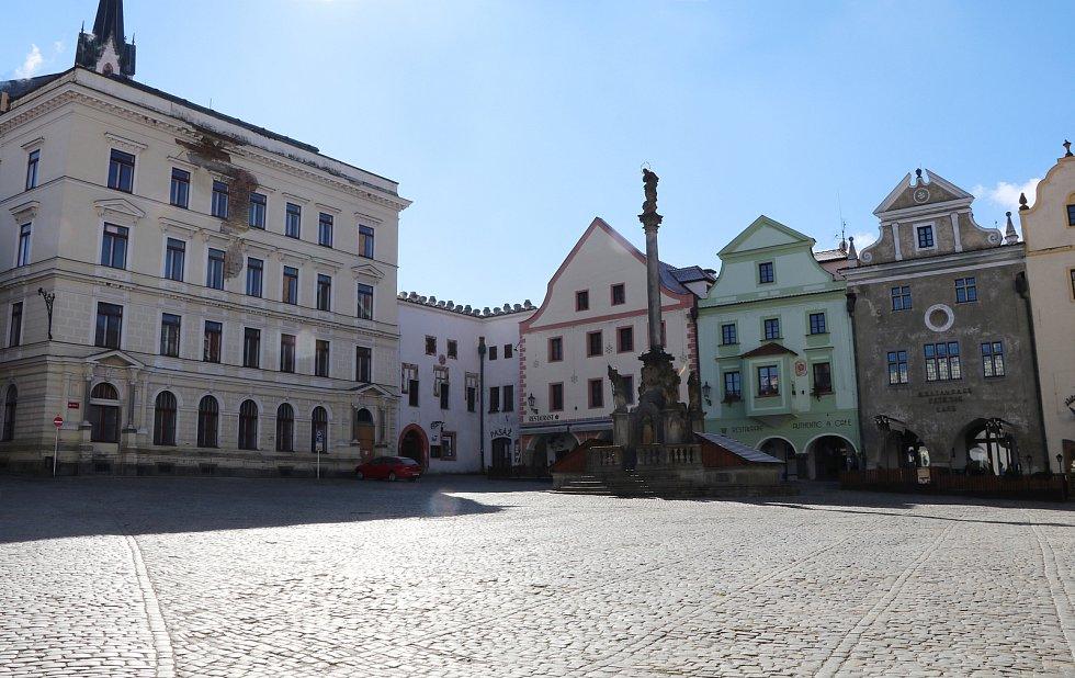 Vylidněný Český Krumlov po zavedení nových vládních opatření spojených s uzávěrou okresů.
