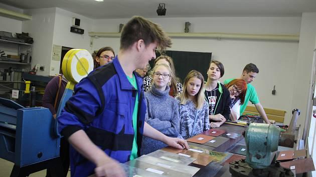 Den řemesel ve Středisku praktického vyučování českokrumlovského učiliště.