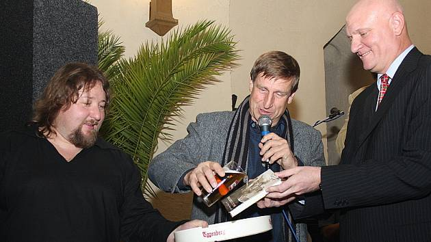 Balady z Trní pokřtili kromě samotného autora také herec Václav Vydra a starosta Českého Krumlova Luboš Jedlička (na snímku zleva).