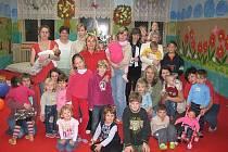 Mateřské centrum Klubíčko pořádá kromě běžného programu nejrůznější akce. Samozřejmě každý rok slaví i Vánoce.