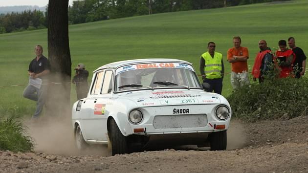Jan Mašek s Pavlem Stráským (na snímku) vyhráli v Hrádku nad Nisou svou třídu a byli nejrychlejší i mezi všemi historickými automobily.