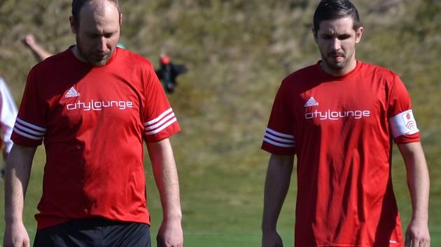 O čem přemýšlet mají i větřínští zkušení hráči Rudolf Weinhard a kapitán Martin Sivák (zleva).