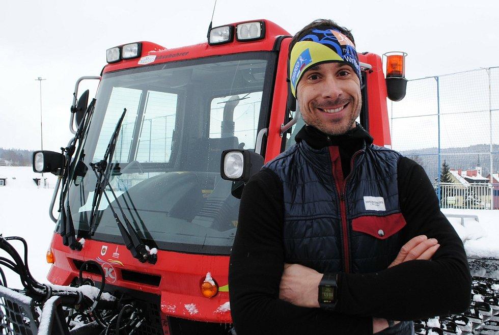 Pilot airbusu Bohumil Jahn, který kvůli koronaviru nemůže do vzduchu, a tak bude alespoň zaskakovat jako řidič rolby.