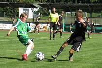 Krumlovští starší žáci (v zeleném) v derby KP zvítězili nad Kaplicí hladce 5:1.