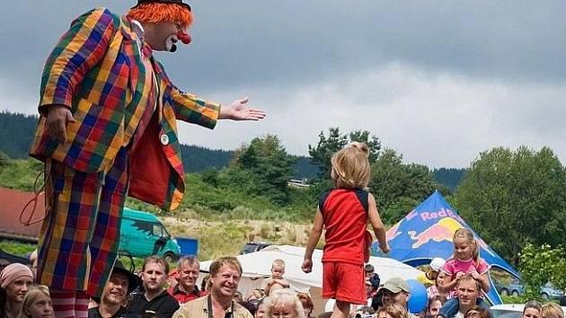 Na Českém rodinném festivalu v Lipně nad Vltavou bude děti provázet klaun Hugo.