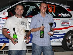 Předchozí rallyesprint v Pačejově vyšel českokrumlovským barvám nad očekávání. Vítězství Jana Jinderleho a Pavla Kacerovského (zleva) v konkurenci deseti aut třídy N2 čekal asi málokdo.