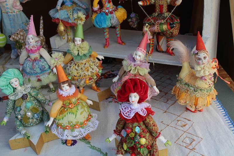 Velikonoční trh v Českém Krumlově nabízí množství dobrot, kraslic a řemeslných výrobků.