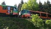 Dopravní nehoda osobních vlaků u Mříče na Českokrumlovsku si vyžádala zásah záchranářského vrtulníku.
