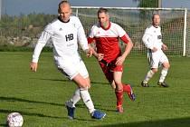 OP muži – 15. kolo: Sokol Křemže (červené dresy) – FK Dynamo Vyšší Brod 1:1 (0:0) na penalty 3:1.