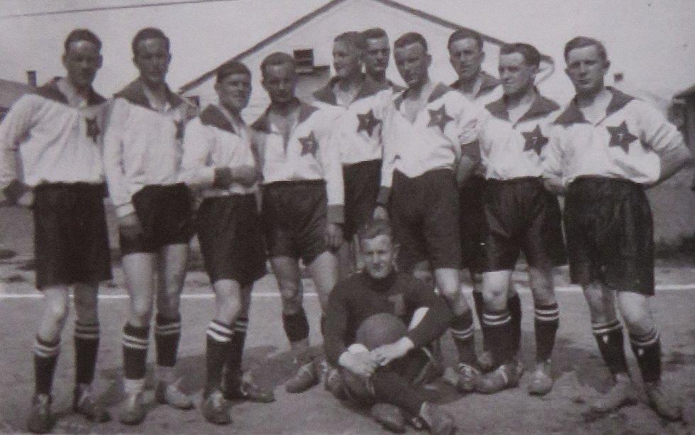 Fotbal v Kaplici píše stoletou historii. Začátky obstarali vojáci z 1. pěšího pluku z Českých Budějovic. Rok 1923.