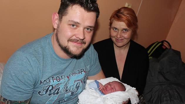 Šťastní rodiče Marie a Petr Matějkovi z Horního Dvořiště se synkem Petříkem.