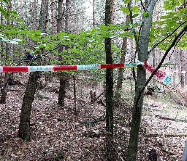 Místo, kde houbař nalezl pozůstatky mladé ženy.