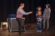 Kozelnická show ve Vyšším Brodě přilákala množství natěšených malých diváků.