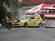 Třetí společný start západočeského jezdeckého matadora Vlastimila Hodaně a českokrumlovského navigátora Františka Poláčka (na snímku z RZ 5) byl po dvou předchozích odstoupeních korunován na Valašce druhým místem ve třídě A5.