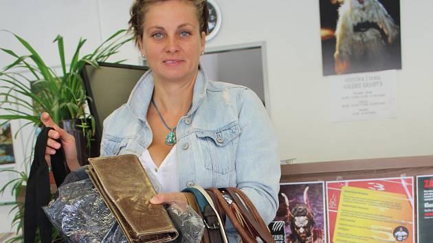 Kabelky od dárců z Kaplicka Českokrumlovskému deníku předala Petra Švarcová z kaplického infocentra.