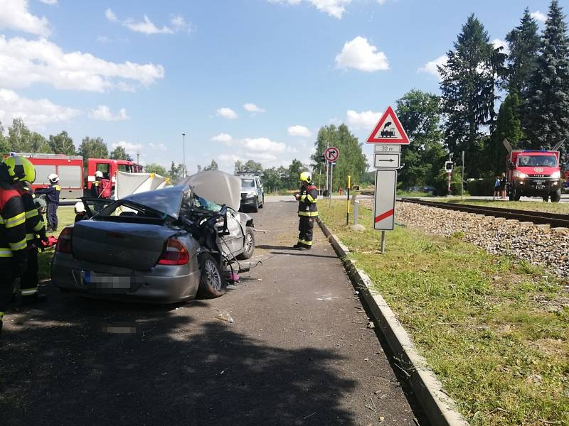 Střet auta s vlakem 30. 7. 2021 v Holubově na Českokrumlovsku si vyžádal tři zraněné, z toho byly dvě děti.