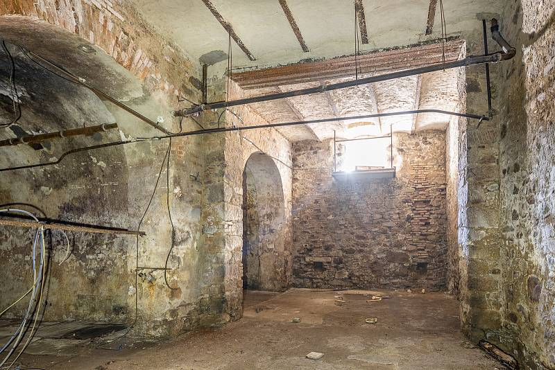 Takto v současnosti vypadá bývalý pivovar v Rožmberku nad Vltavou. Ale to se má změnit.