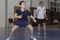V chlapeckých disciplínách na turnaji třináctiletých dominovali mladší žáci křemežského Sokola (vlevo Karel Jirovec v deblu s oddílovým spoluhráčem Davidem Dolejším).