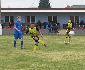 FC Šumava Frymburk (modré dresy) – FK Spartak Kaplice 1:4 (0:1).