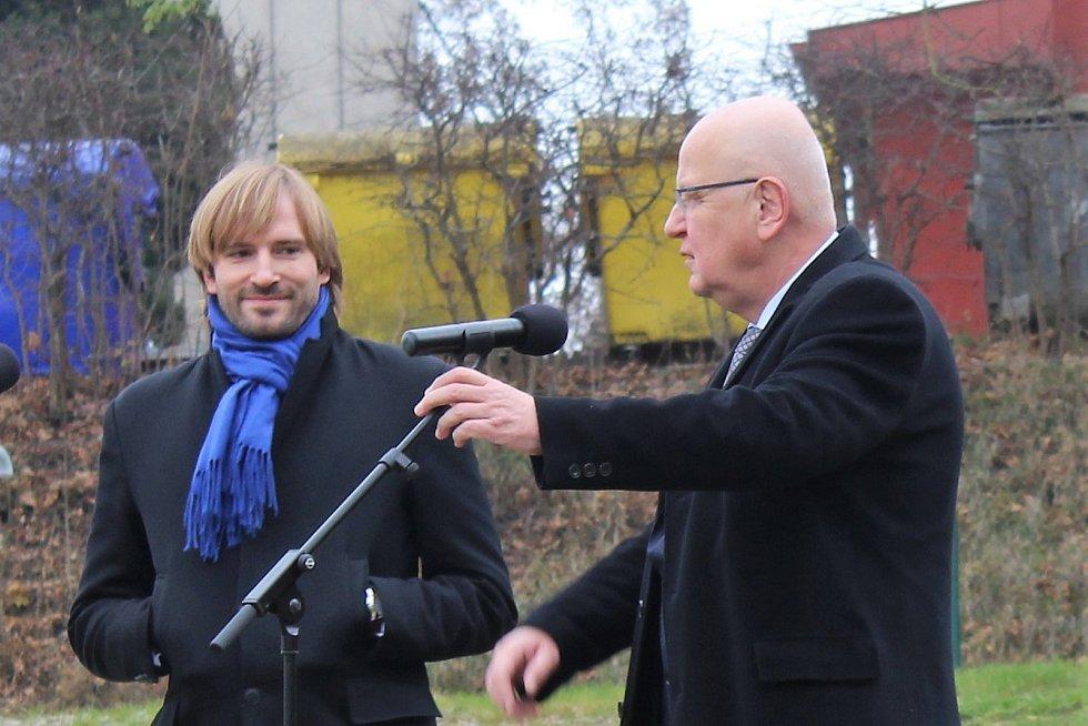 Ministr Adam Vojtěch (vlevo) a ředitel nemocnice Jindřich Florián.