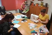 Na snímku jsou v plné práci na kaplické radnici Jana Bendová, Vendula Janoušková a Soňa ŠIndelářová.