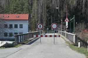 Most přes Vltavu nedaleko lipenské hráze.