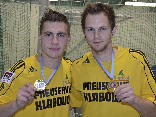 Se zlatými medailemi z mistrovství Evropy ve futsalu-sálové kopané juniorské kategorie do jedenadvaceti let se může od začátku prosince pochlubit dvojice Jan Sláma a Petr Bordač (na snímku zleva).