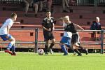 Kapličtí starší žáci (V černém) ve 4. kole KP nestačili na Třeboň a doma prohráli 0:3.