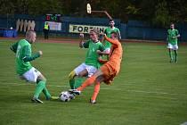 V minulém domácím utkání s Aritmou nastoupil František Persán (uprostřed) až do druhé půle, v Klatovech už hrál od začátku a v 55. minutě zařídil výhru zelenobílých.
