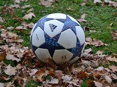 Do konce fotbalového podzimu na okresních trávnících schází dohrát jedno odložené utkání v přeboru mužů.