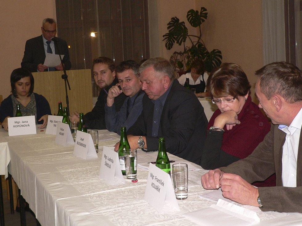 Ustavující zasedání kaplického zastupitelstva ve Slovanském domě.