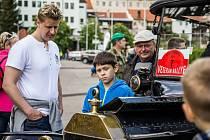 Účastníci Rallye Křivonoska tentokrát zavítali také do Českého Krumlova.