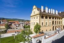 Muzeum sídlí v budově bývalého jezuitského semináře v Horní ulici. Z jeho oken je krásný výhled na centrum města.