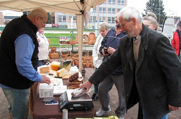 Krumlovské Farmářské trhy najdete nyní v Domoradicích.