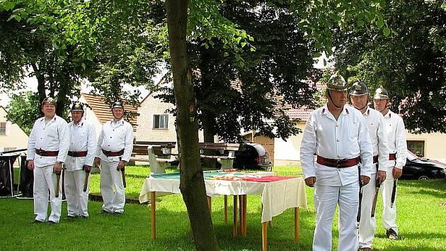 Smrhovští hasiči, mimochodem smrhovský hasičský sbor byl založen  roku 1932, jsou ozdobou mnoha   oslav a jiných slavnostních akcí. Nemohli chybět ani při letošních oslavách výročí Soběnova.