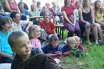 Děti i dospělí se skvěle bavili  při  vystoupení divadelního souboru Bohém z Liberce. Občanské sdružení Hrady na Malší tak pokračuje ve své pěkné tradici, a to i navzdory tomu, že před ním leží opravdu náročné úkoly a plno práce při záchraně hradů.
