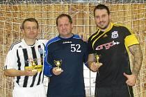 INDIVIDUALITY. Nejlepší hráč Petr Janura, nejlepší brankář David Vejmelka a kanonýr turnaje Petr Kylíšek (zleva).