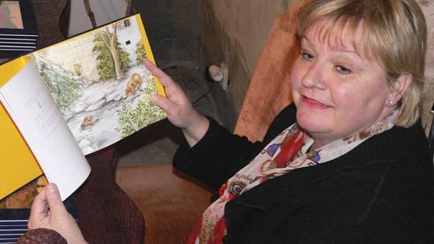Autorka pohádkové knihy Wilma Schrover na středečním křtu medvědích příběhů.