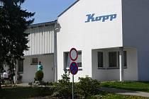 Zaměstnanci kaplického podniku Kopp Elektrotechnik, s.r.o., prožívají nepříjemné chvíle. Jejich budoucnost je velmi nejistá.