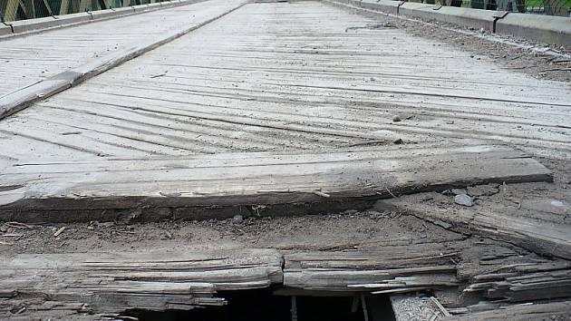 Most u pivovaru bude mít novou mostovku.