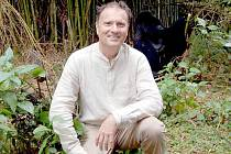 Jaroslav Tošner z Kaplice (na snímku) na vlastní oči spatřil gorily ve rwandském pralese.