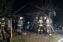 Požár dřeva v garáži ve Velešíně.